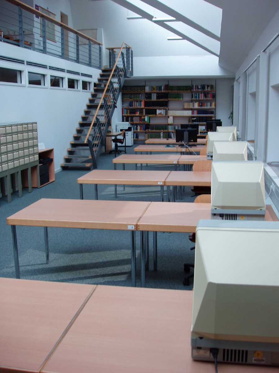 Benutzersaal des Kirchlichen Archivzentrums Berlin